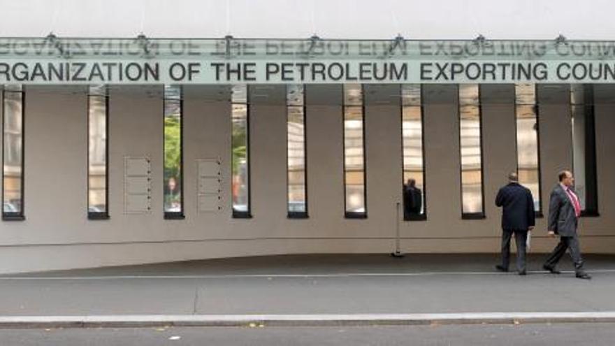 Entrada de la sede de la Organización de los Paises Exportadores de Petróleo (OPEC) en Viena.