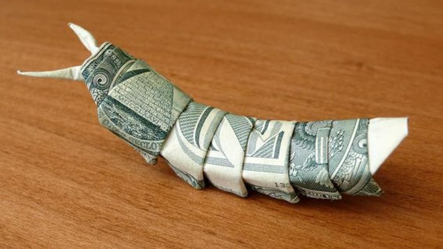 Un gusano hecho con dinero