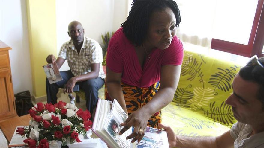Lucie Ouattara, madre del niño al que intentaron introducir en España en una maleta por la frontera de Ceuta. (EFE/Carlos De Saá)