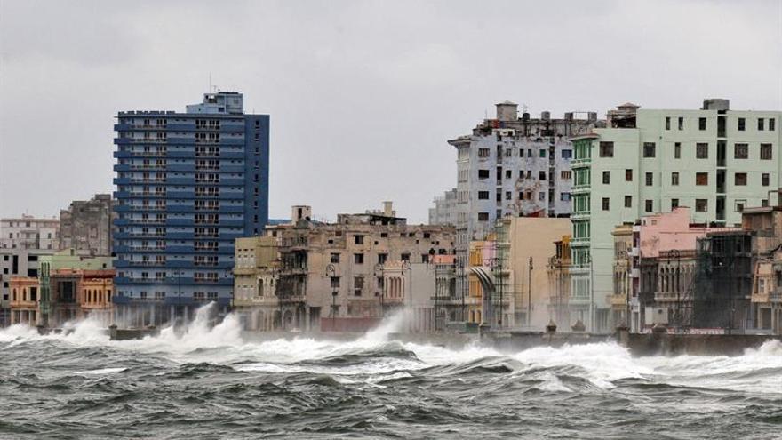 """Cuba activa la fase de """"alarma"""" en el oriente del país ante la cercanía de Irma"""