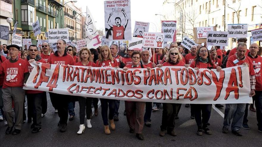 Unas 4.000 personas exigen al Gobierno que financie los fármacos de hepatitis C