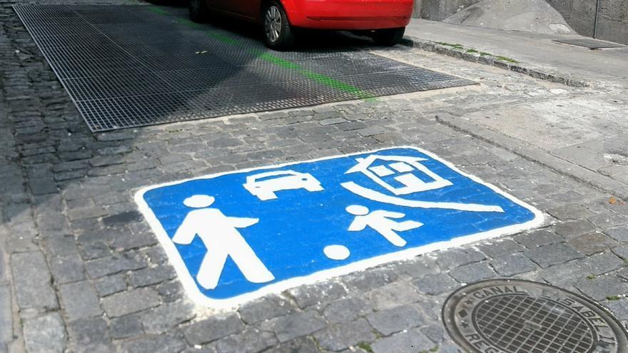 Señal de prioridad peatonal recién instalada en Quiñones   SOMOS MALASAÑA