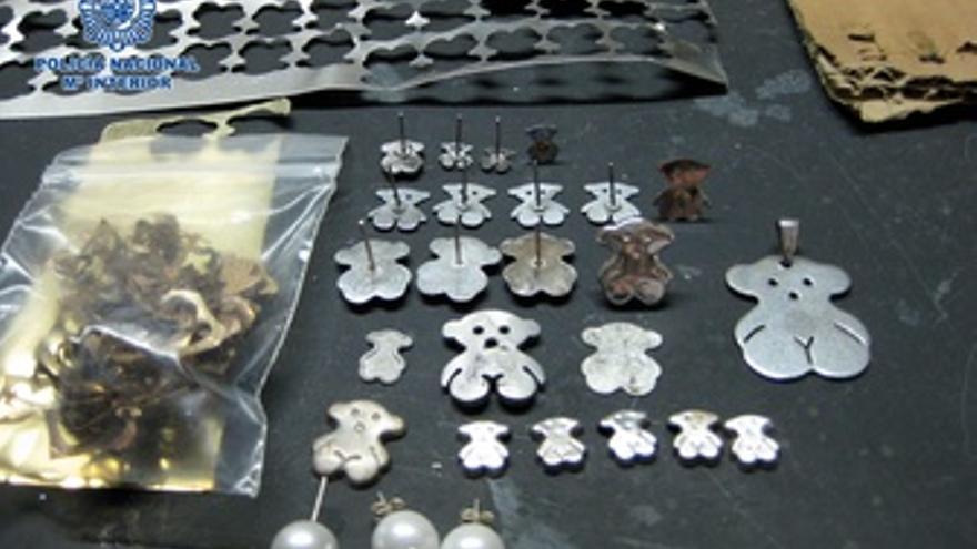 e361fc3803b9 Desmantelan una red que elaboraba y distribuía joyas falsas de Tous