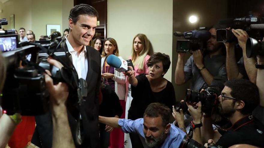 Pedro Sánchez antes de su reunión con Albert Rivera.