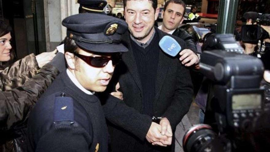 El exconsejero murciano Francisco Marqués, en los juzgados de Murcia en el año 2009 / EFE/EDU BOTELLA
