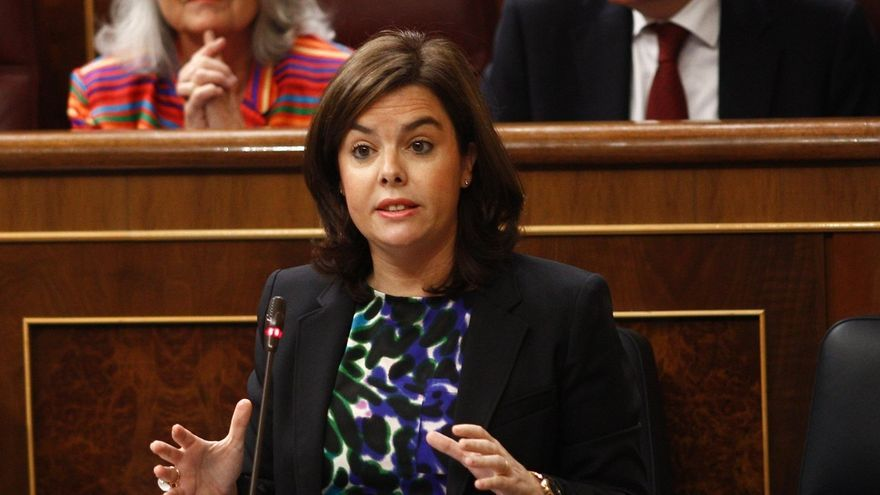 Santamaría avisa a Sánchez de que no puede cargar contra Podemos mientras le apoya en ayuntamientos