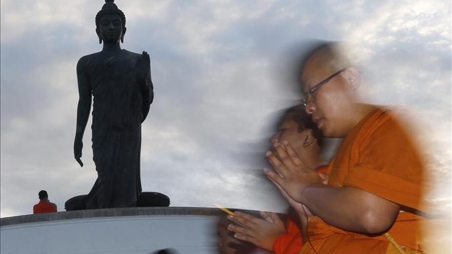 Budistas y musulmanes trabajan en cooperativa de bambú en el sur de Tailandia