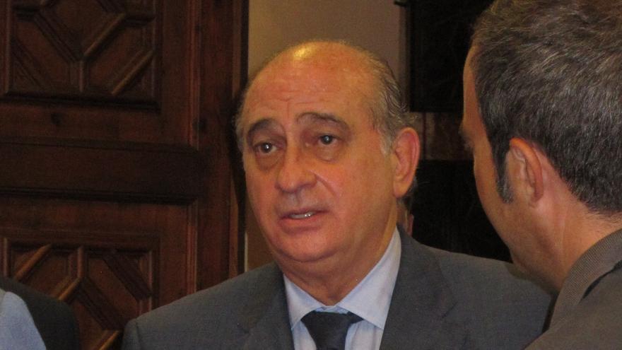 """Fernández Díaz acoge la dimisión con """"comprensión, respeto y cariño"""" y lamenta que """"haya tenido que tomarla"""""""