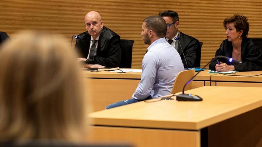 La Audiencia de Las Palmas comenzó este lunes un juicio ante Jurado contra un hombre acusado de asesinar a otro con un sacho.
