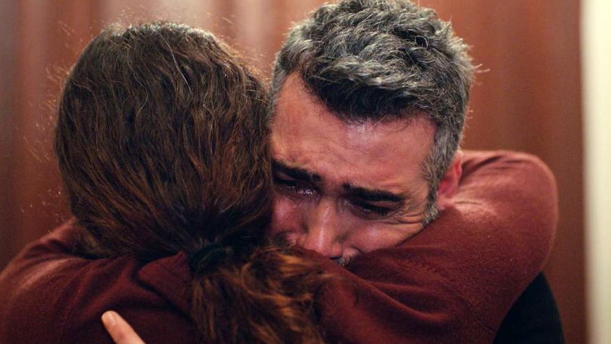 Imagen del abrazo más esperado en 'Mujer'
