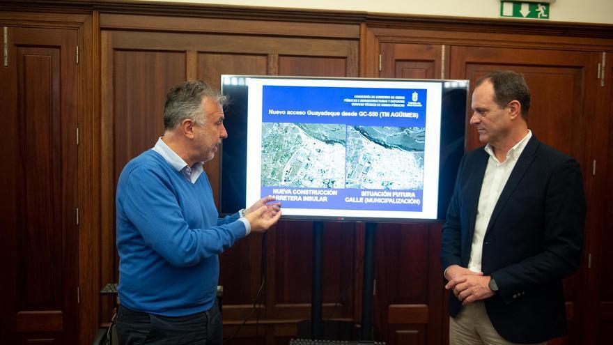 El consejero de Obras Públicas del Cabildo, Ángel Víctor Torres en la presentación del proyecto de la nueva vía de acceso a Guayadeque.