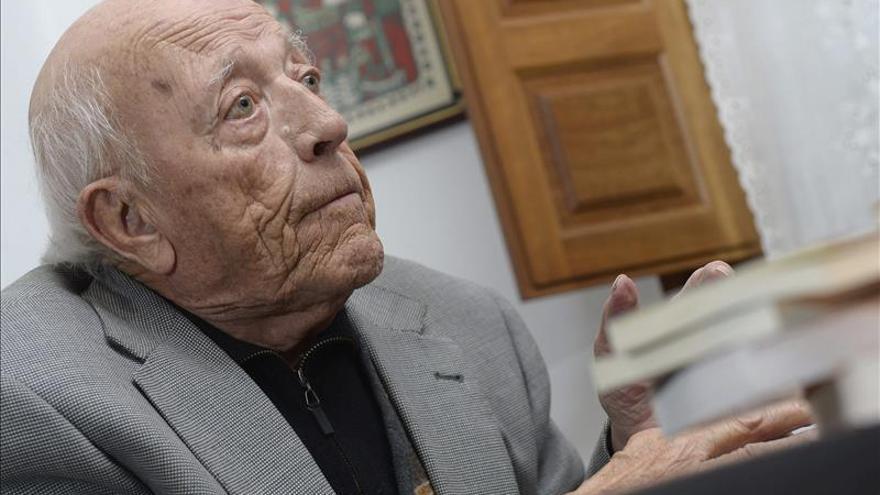 """Jiménez Lozano anuda su literatura volandera en """"7 parlamentos en voz baja"""""""