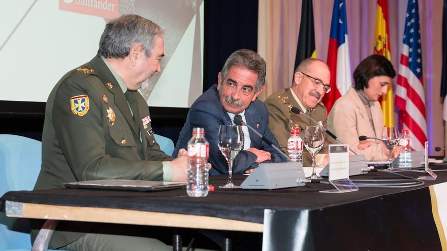 """Revilla alaba el papel del Ejército ante las amenazas del mundo actual y como """"ejército de paz"""""""