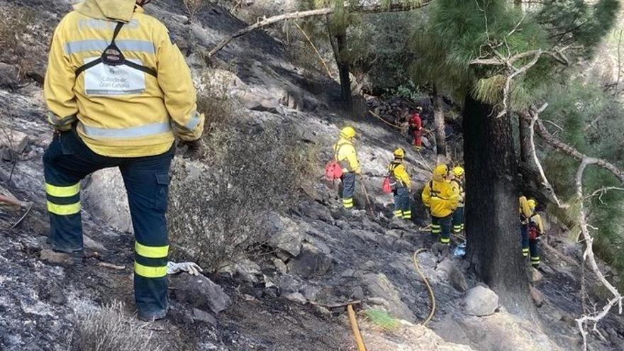Efectivos contra incendios, en Tasarte