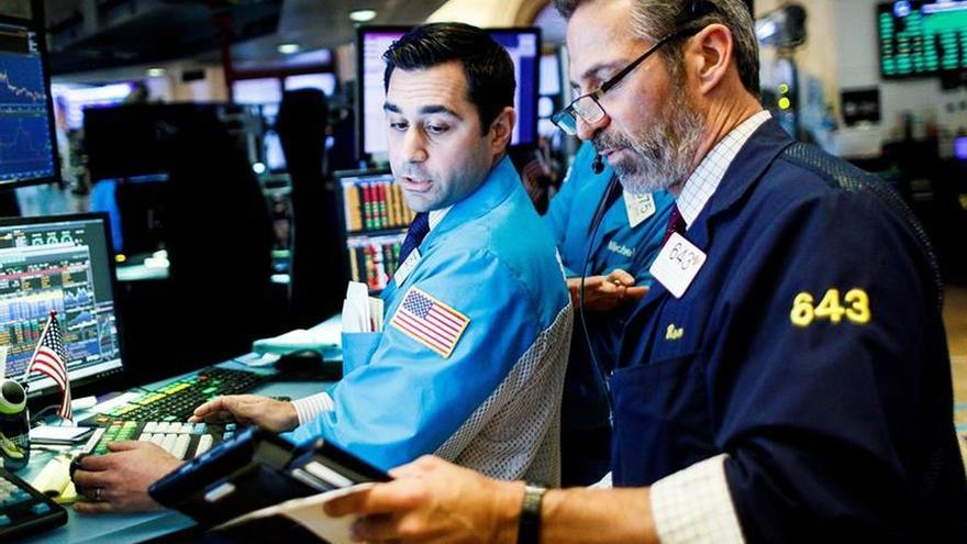 Wall Street cierra con ligeras pérdidas, centrado en la guerra comercial