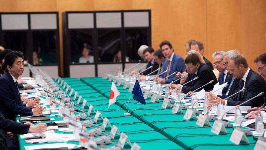 Japón y la UE lanzan un alegato antiproteccionista con su pacto comercial