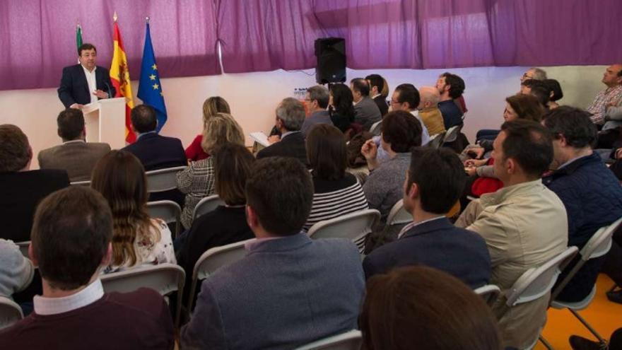 El presidente de la Junta de Extremadura, Guillermo Fernández Vara, en la presentación del plan de empleo joven