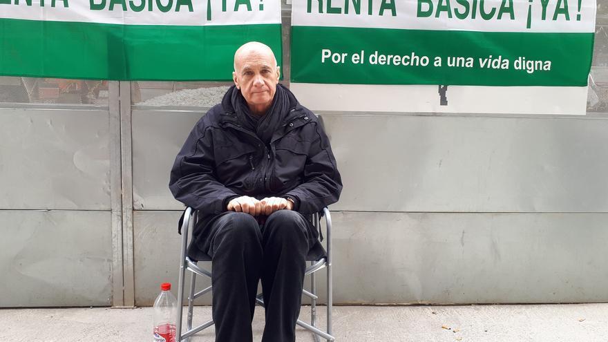 Francisco Vega, ante la Delegación del Gobierno de la Junta de Andalucía en Málaga | N.C.