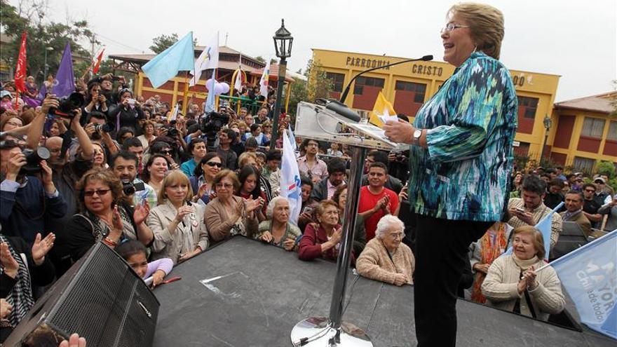 Bachelet descarta cambios en equipo electoral y se propone reducir la abstención