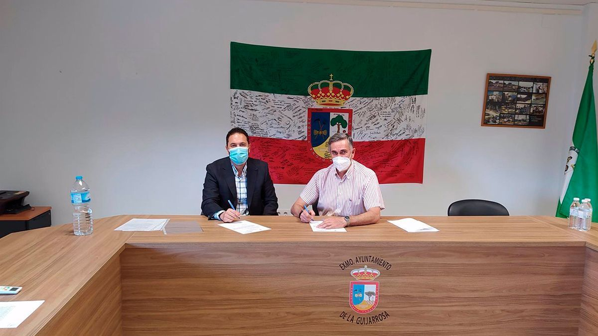 Autoridades en el Ayuntamiento de La Guijarrosa.