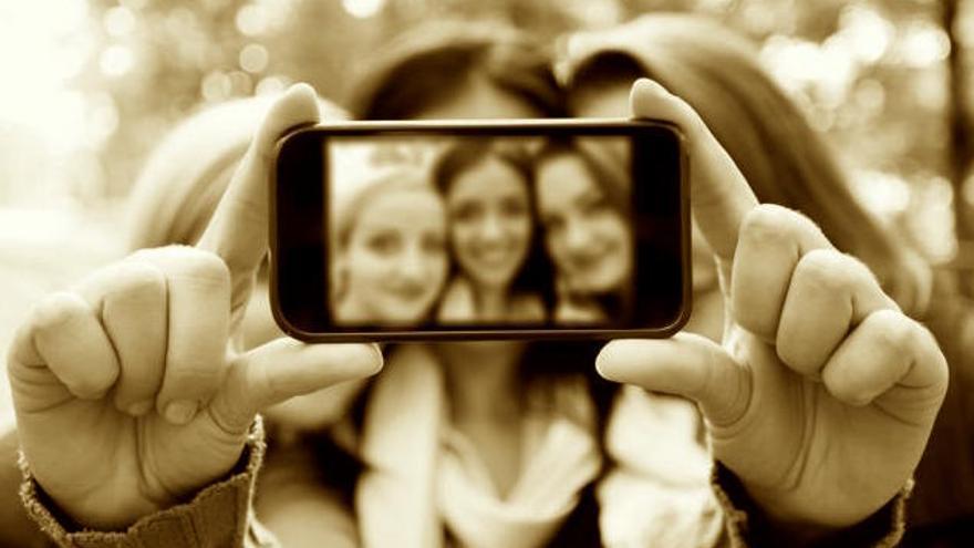 El mundo se derrumba y nos sacamos selfies
