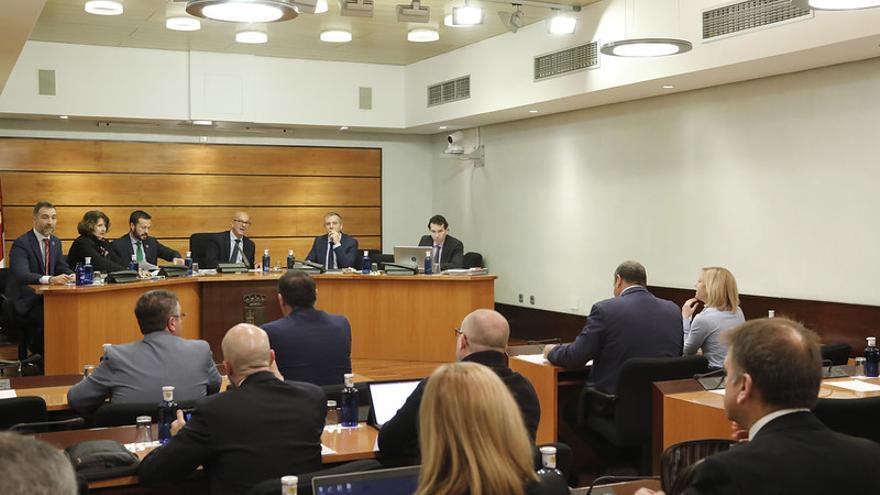 Comparecencia del consejero de Desarrollo Sostenible en la Comisión de Economía y Presupuestos FOTO: Carmen Toldos