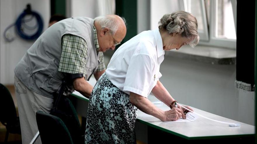 Abiertos los colegios electorales de Polonia para las elecciones presidenciales