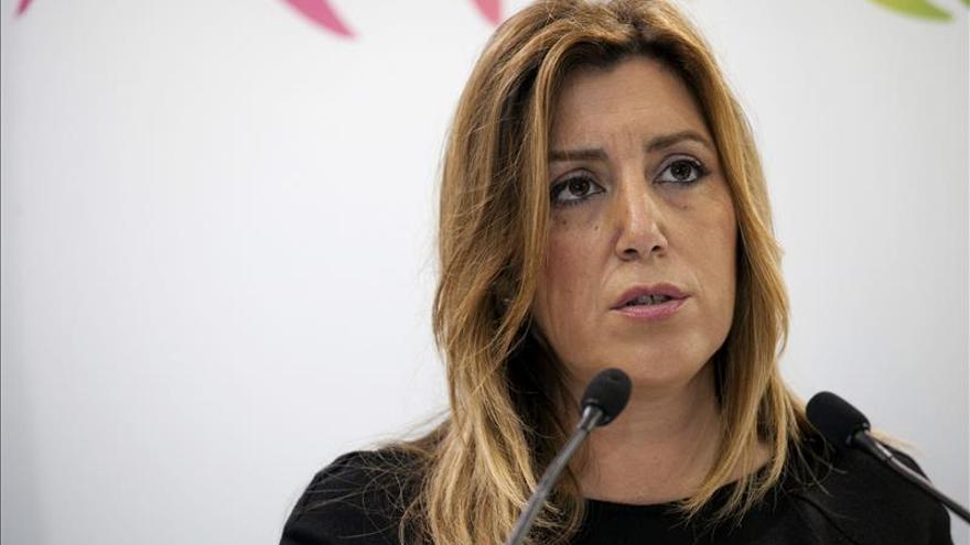 Susana Díaz pide Rajoy abra el diálogo para abordar la reforma constitucional