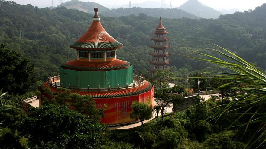 Una ciudad china fuera del epicentro del brote del virus cerrará sus accesos