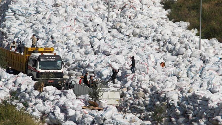 HRW advierte de riesgos para la salud por la quema de basura en el Líbano