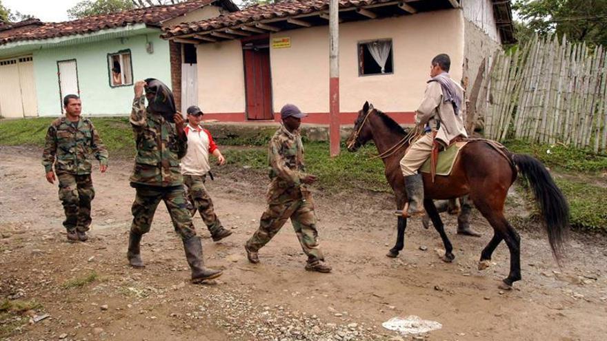 """El Gobierno """"revisará"""" el asesinato de líderes campesinos en el noroeste de Colombia"""