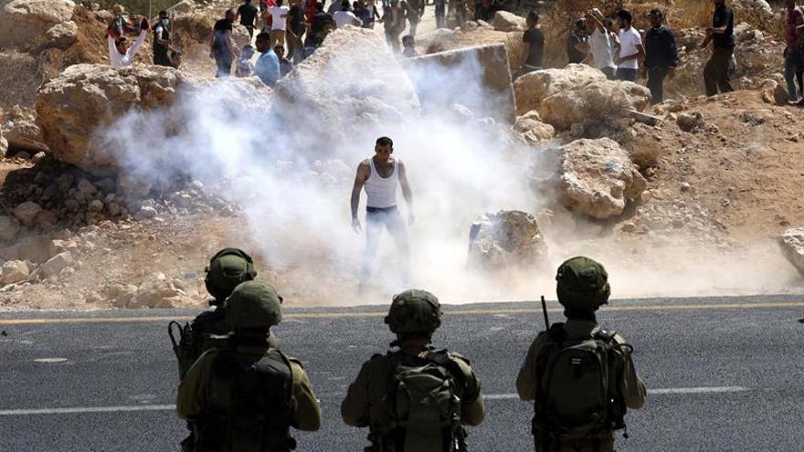 Tres israelíes heridos en ataque armado en asentamiento cerca de Jerusalén