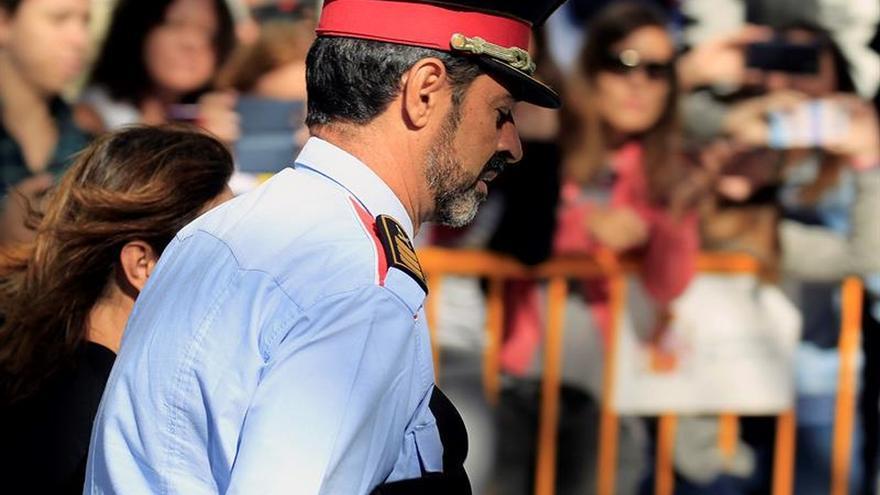 Trapero acata su cese y pide a los mossos que sean leales a sus nuevos mandos