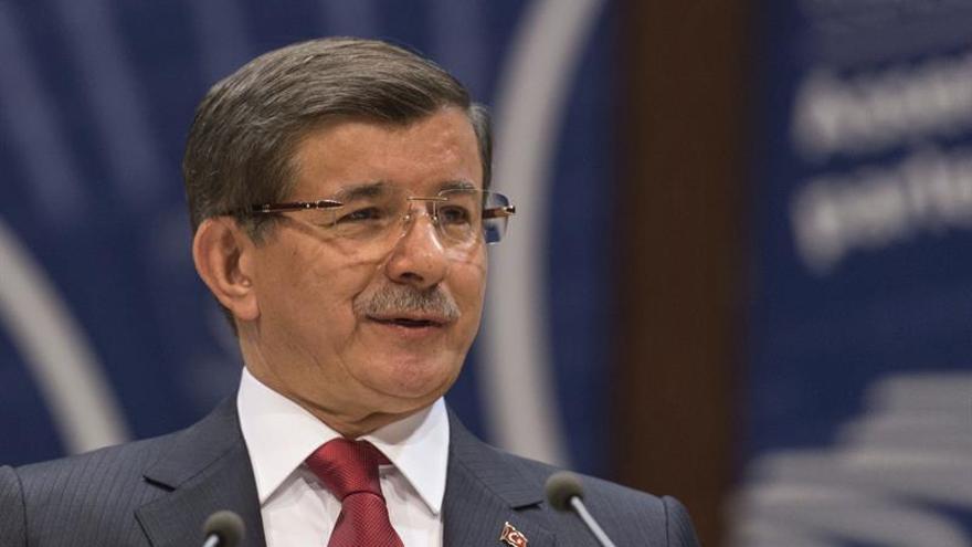 El primer ministro turco anuncia que dejará de liderar el partido