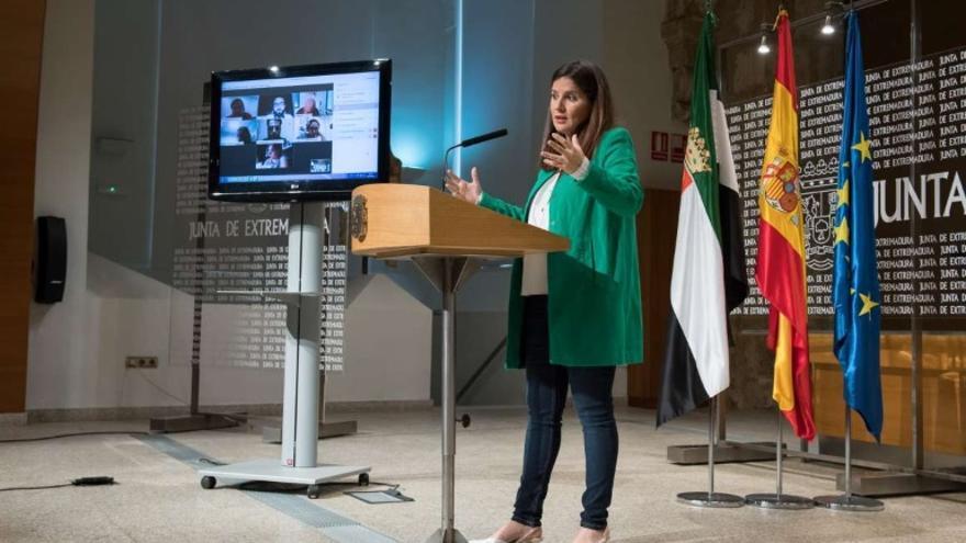 La consejera de Igualdad y portavoz de la Junta de Extremadura, Isabel Gil Rosiña, en rueda de prensa por videoconferencia