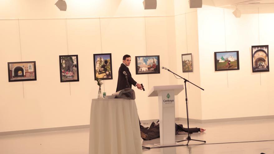 La secuencia de imágenes del tiroteo del embajador ruso en Turquía