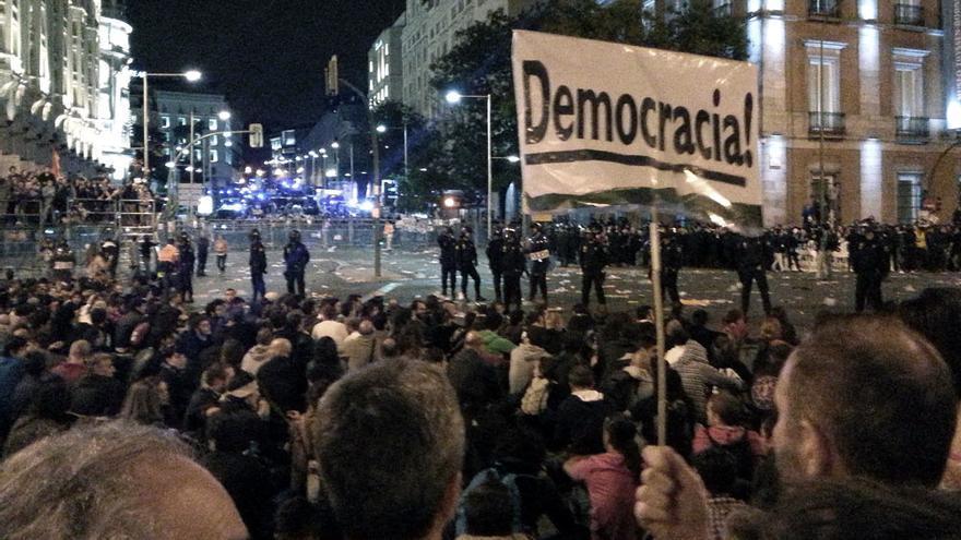 Cartel Democracia en mani 25S