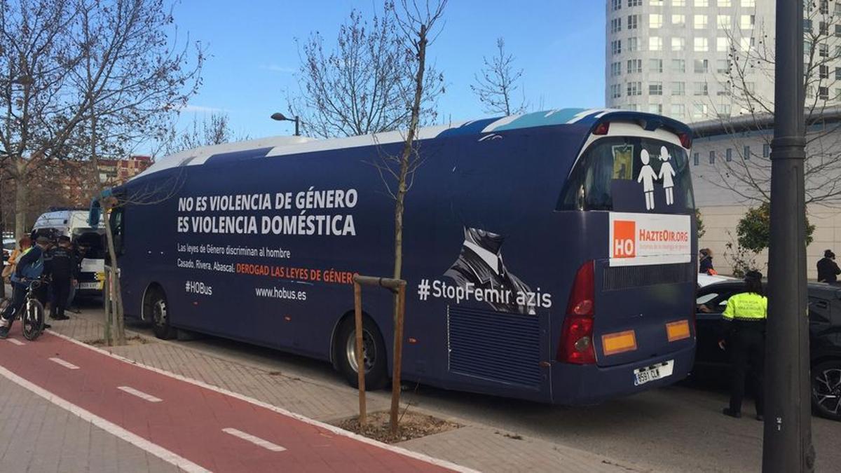 El autobús machista de HazteOir en València.