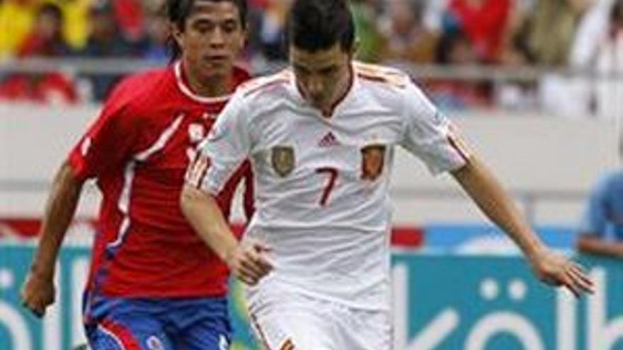 España evita en el descuento otra derrota