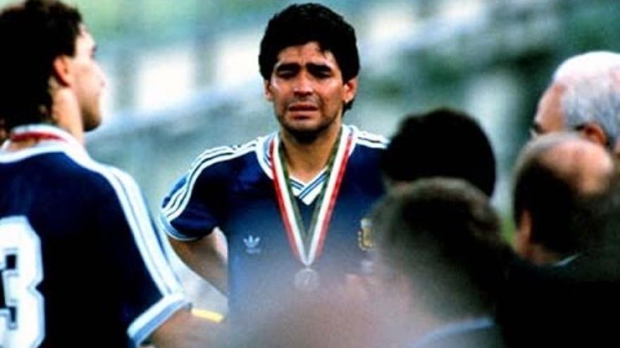 Maradona llora concentrado con Argentina.