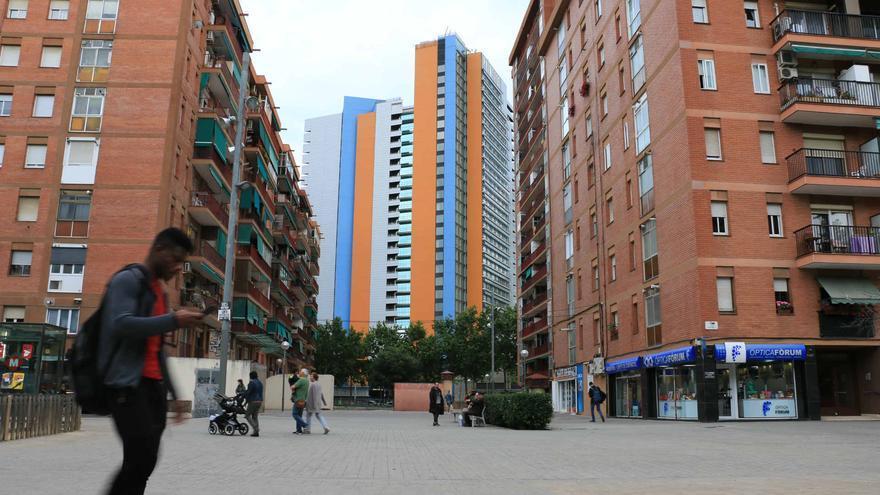 El hotel Princess, de cinco estrellas, visto desde el barrio del Besòs.