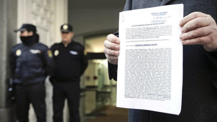 Democracia Real denuncia a 63 diputados que cobran dietas viviendo en Madrid