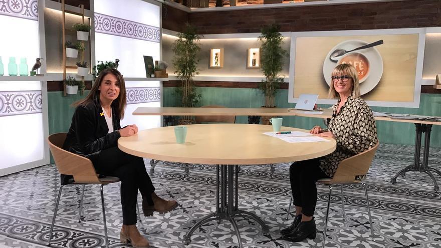 La consellera de Presidencia y portavoz del Govern, Meritxell Budó, y la periodista Gemma Nierga