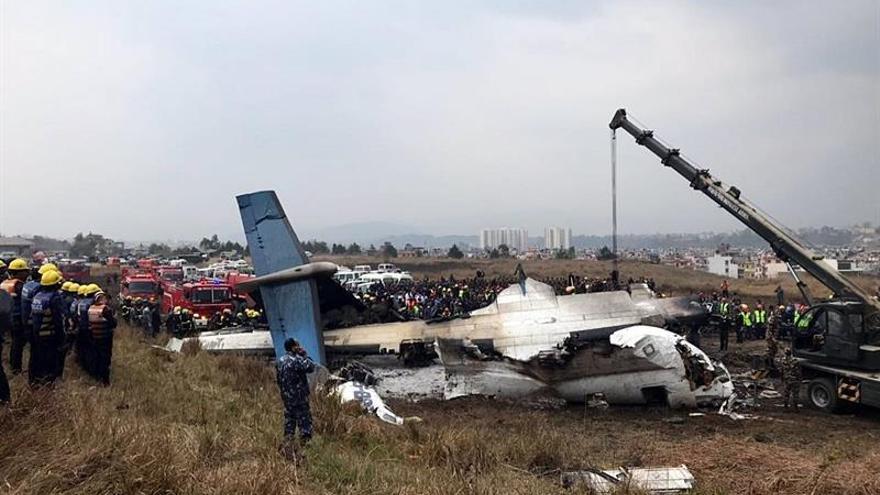 Siete pasajeros rescatados del avión estrellado en Nepal mueren en el hospital