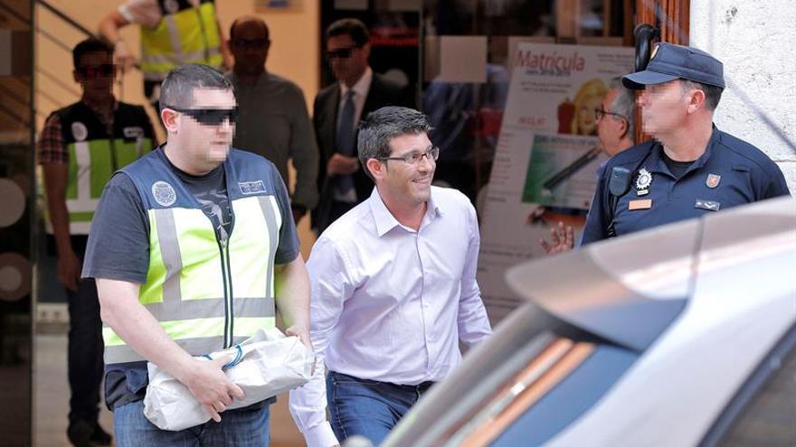 La Policía lleva a Jorge Rodríguez a la Diputación para proseguir los registros