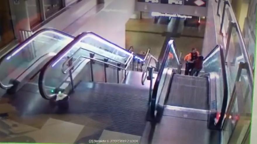 Dos vigilantes de seguridad agreden a un hombre negro en Avenida de América / LaSexta