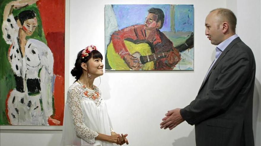 Tolkyn Sakbayeva, la fuerza interior de una pintora con parálisis cerebral