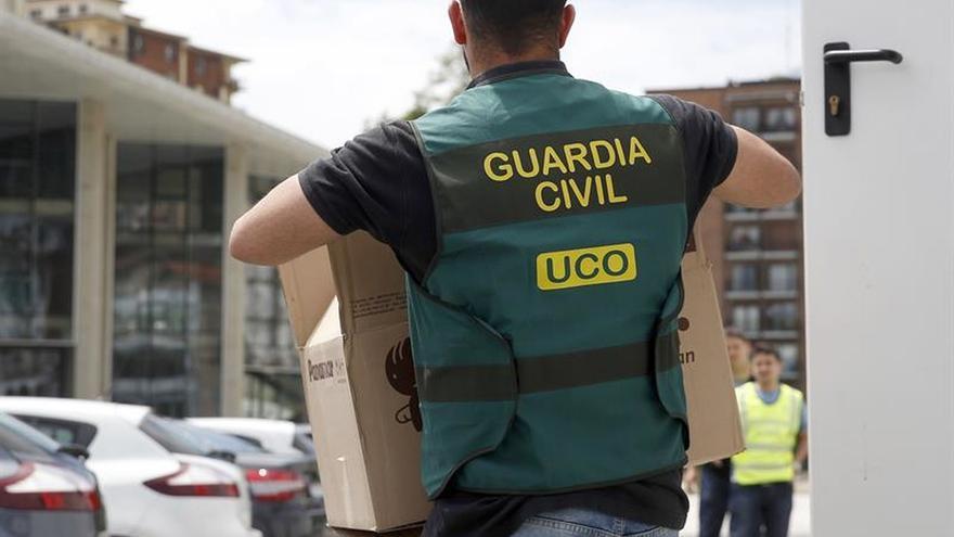 Agentes de la UCO abandonan la Asamblea de Madrid tras más de cuatro horas
