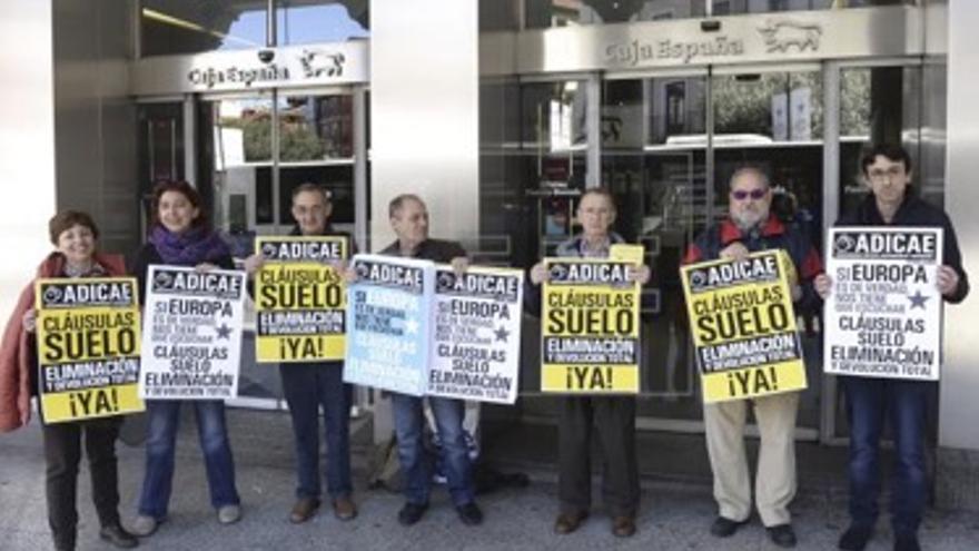 Protesta en Bruselas contra las cláusulas abusivas en las hipotecas.