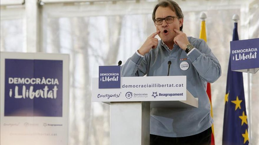 """Mas pide """"rebajar"""" la tensión por una agresión a Rajoy sin """"motivación política"""""""